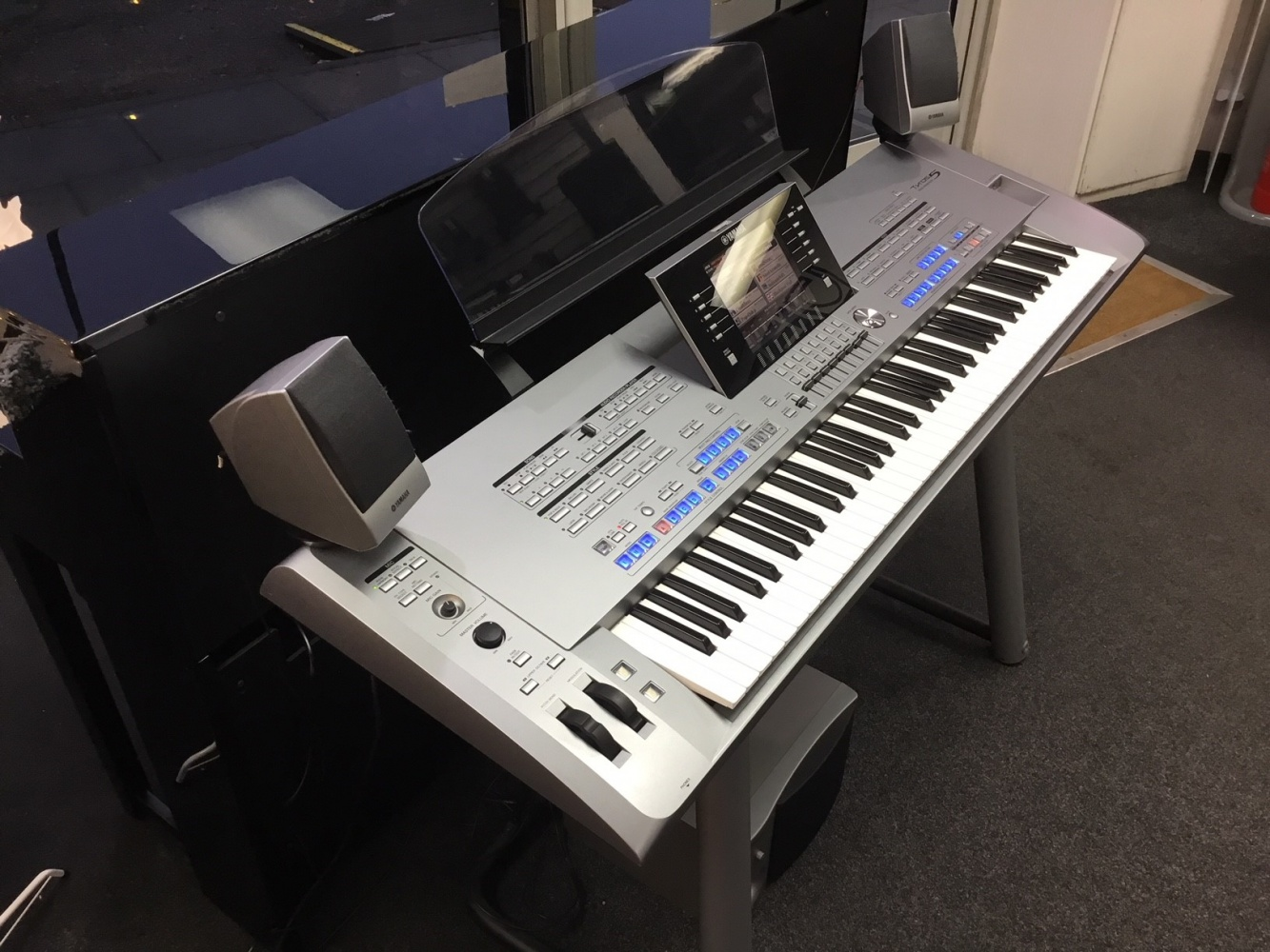 Yamaha Tyros5 76-Key Arranger Workstation Keyboard Pack, with TRS